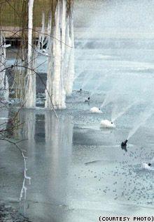 Замерзшие фонтаны Ганновера. Фото Евгения Козловского