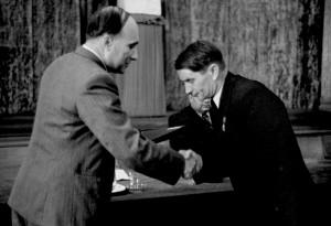 """MOSCOW, USSR. July 1, 1949. Alexander Nesmeyanov and Trofim Lysenko. Academics Alexander Nesmeyanov and Trofim Lysenko (right). TASS ———–. ÃÓÒÍ'‡. 1 ˲Ρ 1949 """". ¿.Õ. ÕÂÒÏ¡ÌÓ' Ë """".ƒ. À˚ÒÂÌÍÓ. ¿Í‡‰ÂÏËÍË ¿ÎÂÍ҇̉ ÕËÍÓ·'˘ ÕÂÒÏ¡ÌÓ' (ÒÎÂ'‡) Ë """"ÓÙËÏ ƒÂÌËÒӂ˘ À˚ÒÂÌÍÓ. 'ÓÚÓıÓÌË͇ """"¿——"""
